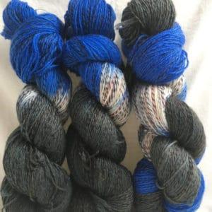 Blue Man White - Handgefärbte Twister Wolle