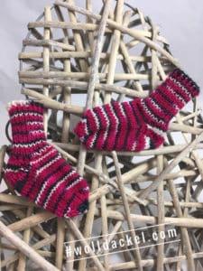 Handgefärbte Wolle: Strickstücke