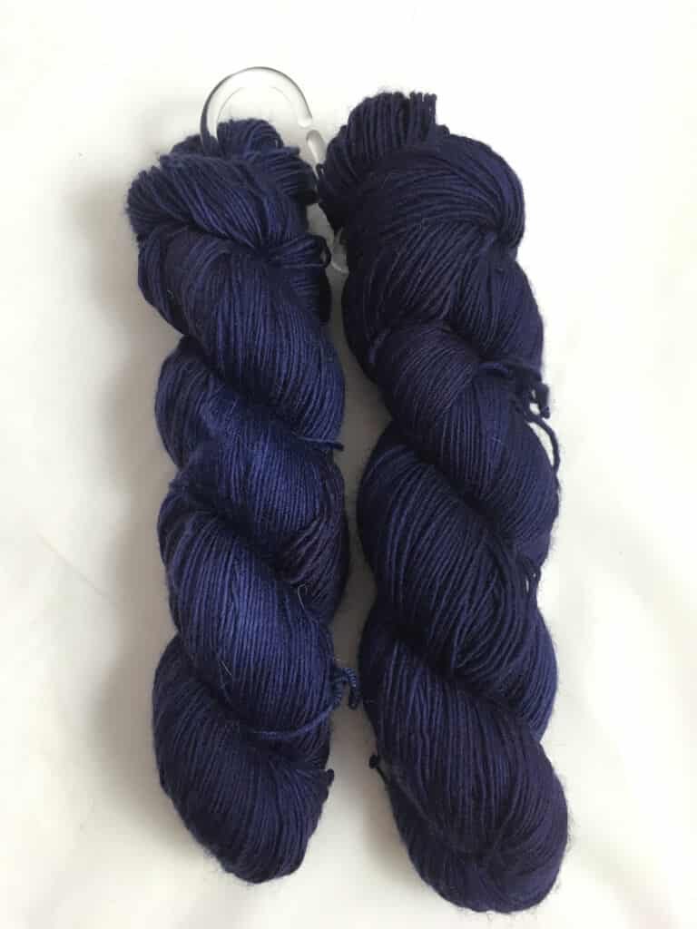 Dunkelblau - Handgefärbte Merino Wolle