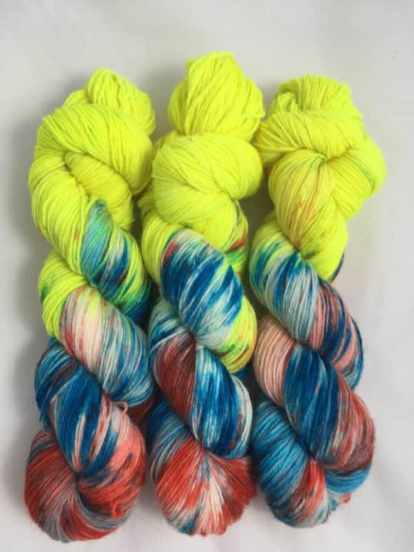 Little Sunshine (Leuchtfarbe) - handgefärbte Lanartus Wolle