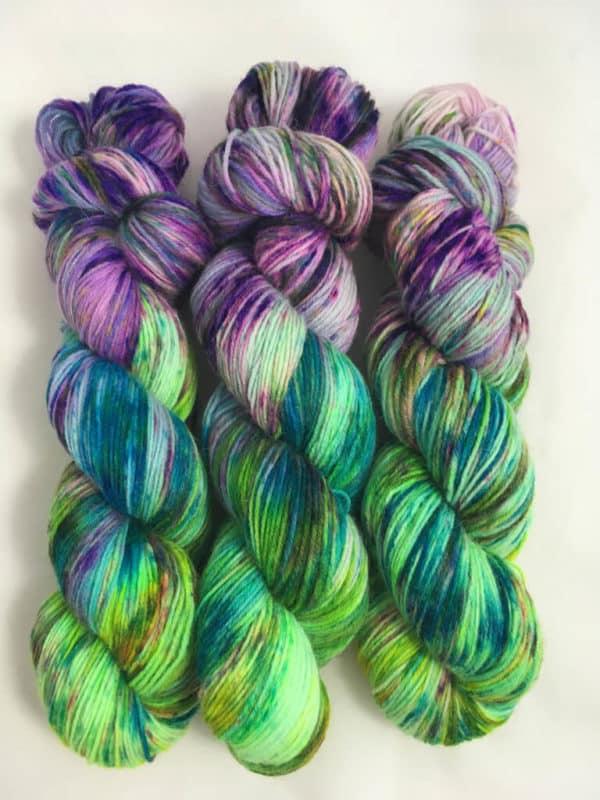 Lovely World (Leuchtfarbe) - handgefärbte Lanartus Wolle