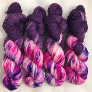 Purple Love - handgefärbte Lanartus Wolle