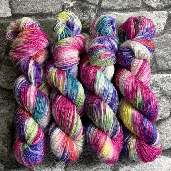 Handgefärbte Wolle Einhorn – Classic gefärbte Wolle kaufen