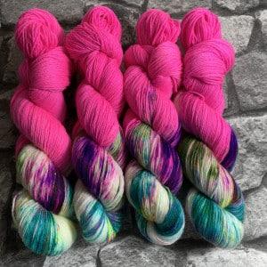 Handgefärbte Wolle World of Fuchsia – Classic gefärbte Wolle kaufen