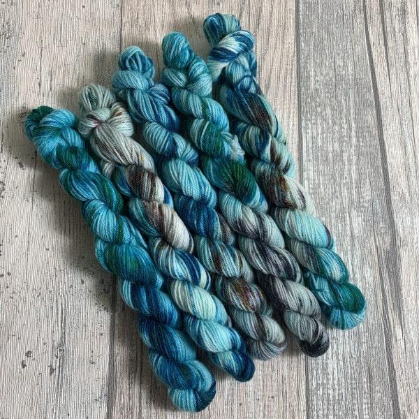 Handgefärbte Wolle Billy Jean – Minis – Bluefaced Leicester gefärbte Wolle kaufen