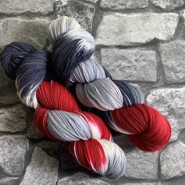 Handgefärbte Wolle Old Vampire – Xtrafine gefärbte Wolle kaufen