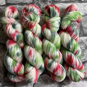 Handgefärbte Wolle Schneeweißchen & Rosenrot – Classic gefärbte Wolle kaufen