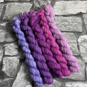 Handgefärbte Wolle Lila Zeiten – Minipack gefärbte Wolle kaufen