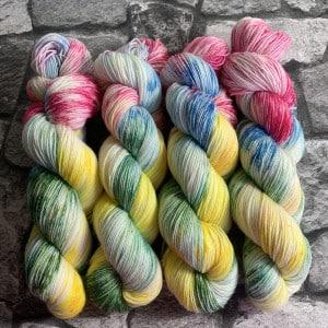 Handgefärbte Wolle Blossom – Classic gefärbte Wolle kaufen