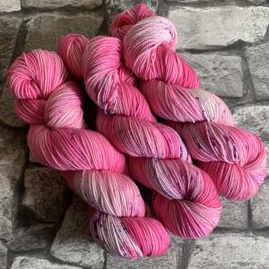Handgefärbte Wolle Bubble Gum – Pure gefärbte Wolle kaufen