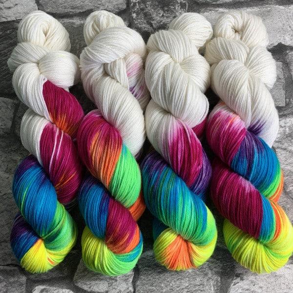 Handgefärbte Wolle Aniwaniwa White – Xtrafine gefärbte Wolle kaufen