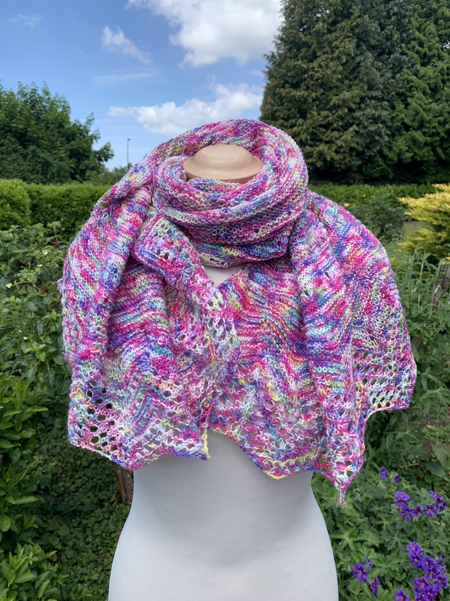 Handgefärbte Wolle Projekt: Sunshower Shawl by Ambah O'Brien gefärbte Wolle kaufen