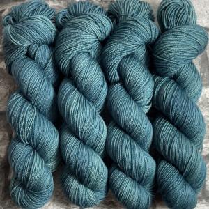 Ein Strang handgefärbte Wolle mit dem Namen Tyson  –  Pure von Wolldackel