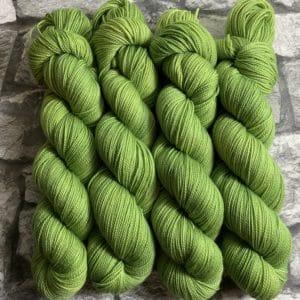 Ein Strang handgefärbte Wolle mit dem Namen Achillis  –  Pure von Wolldackel
