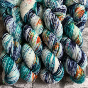 Ein Strang handgefärbte Wolle mit dem Namen Kingfisher  –  Pure von Wolldackel