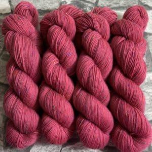 Ein Strang handgefärbte Wolle mit dem Namen Centa – Helix von Wolldackel