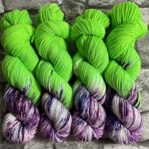 Ein Strang handgefärbte Wolle mit dem Namen Greenberry  –  Xtrafine von Wolldackel