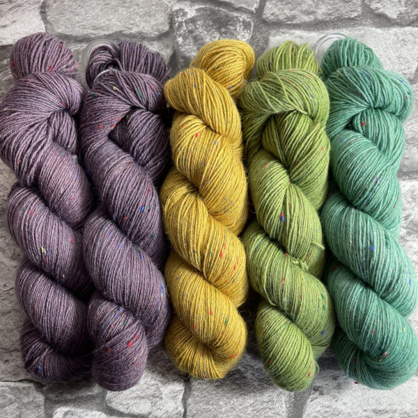 Ein Strang handgefärbte Wolle mit dem Namen Slipstravaganza – Kit 10 von Wolldackel