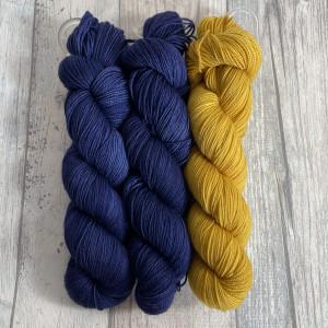 Ein Strang handgefärbte Wolle mit dem Namen Bubble Shawl – Kit 5 von Wolldackel