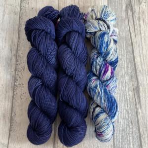Ein Strang handgefärbte Wolle mit dem Namen Bubble Shawl – Kit 6 von Wolldackel