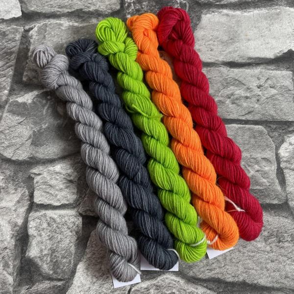 Ein Strang handgefärbte Wolle mit dem Namen Minipack 512 von Wolldackel